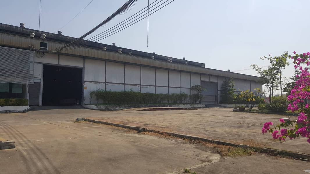 B011-Warehouse Warehouse for rent, area 4176 sq m, 7656 sq m, 3780 sq m, large car, convenient in and out, Samphran, Nakhon Pathom