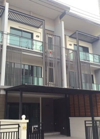 Rent and sell 3-storey townhome, Town Avenue Village Project, Rattanathibet, 3 bedrooms, 3 bathrooms, near Rattanathibet Road, BTS Si Rat Expressway - Ring Road