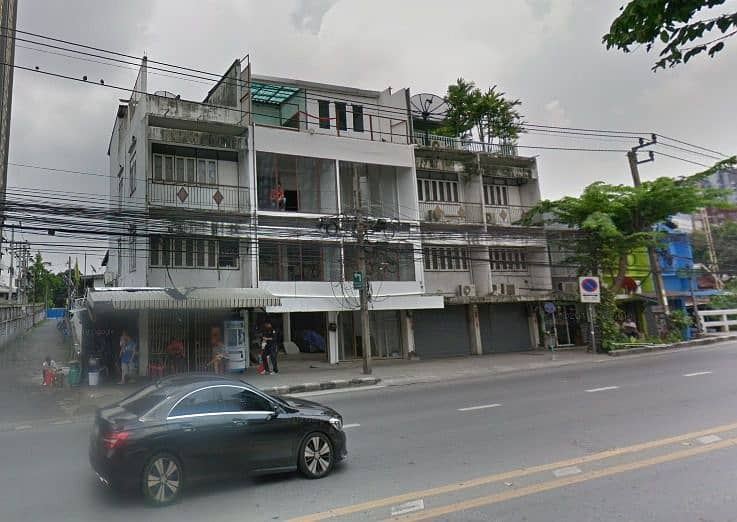 For rent, commercial building, 3 floors, 2 booths, On Nut Road, size 26 square meters, BTS On Nut, near big c On Nut