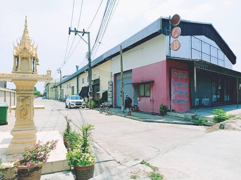 Warehouse for rent in Thepharak area, Bang Sao Thong, Bang Na-Trad, away from Bangna-Trad Road, area 400 sqm, width 20 meters, depth 20 meters, height 8 meters.