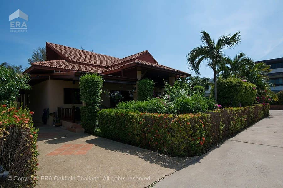 Beautiful villa With swimming pool In good quality projects Near Mae Phim Beach 93680 ** Leasehold only **