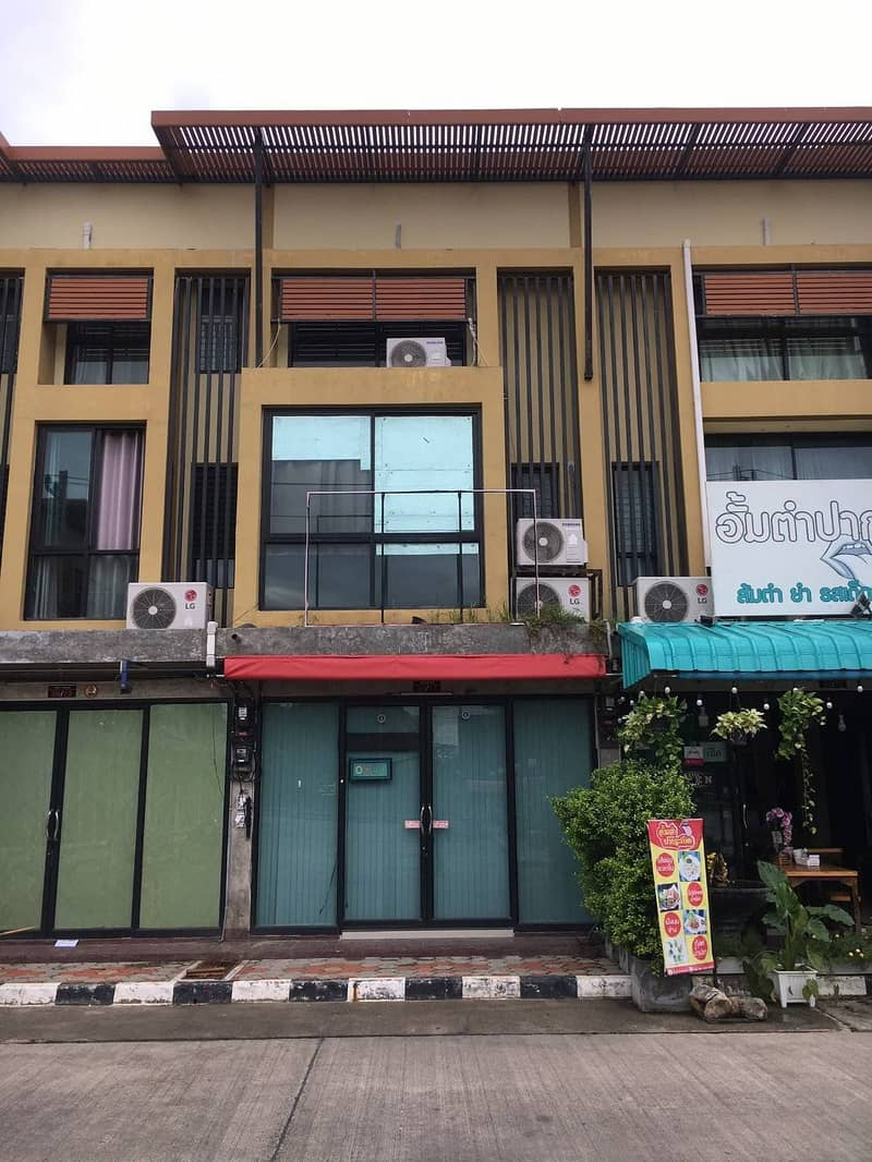 Commercial building for sale (with tenants)