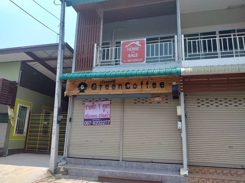 A commercial building in Chainat Province, suitable for both residential and commercial purposes, convenient parking Price can be negotiated.
