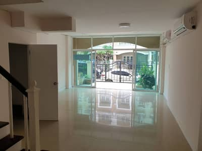 3 Bedroom Townhouse for Rent in Wang Thonglang, Bangkok - Spacious 3-BR Townhouse
