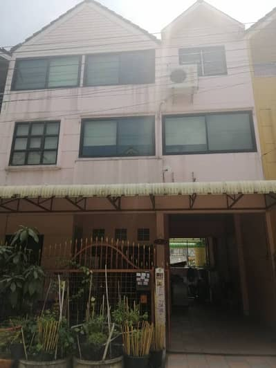 4 Bedroom Townhouse for Sale in Pak Kret, Nonthaburi - 3-storey townhouse for sale with built-in furniture, premium golf ball village, near Muang Thong Thani