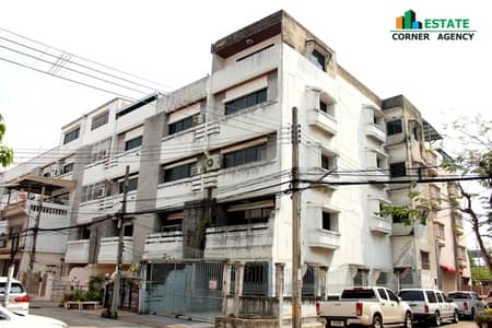5 Bedroom Townhouse for Rent in Bang Khae, Bangkok - 4.5-storey townhome for rent, Patchara Ville Village, Soi Petchkasem 86, Petchkasem Road, in front of the village, with a train, good location, ready to move in.