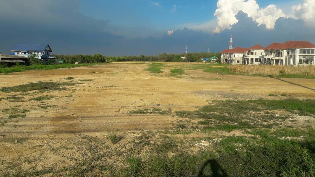 Land for rent 45 rai next to Sukhumvit Road. Next to the river Bangpakong Suitable for shipping ports