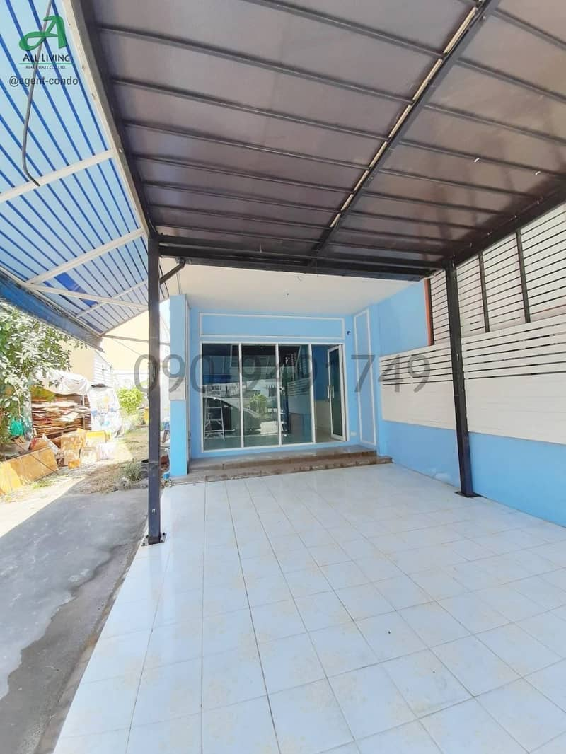Rent a commercial building, Thanommit Market, Five Intersection, Watcharaphon, suitable for opening an office
