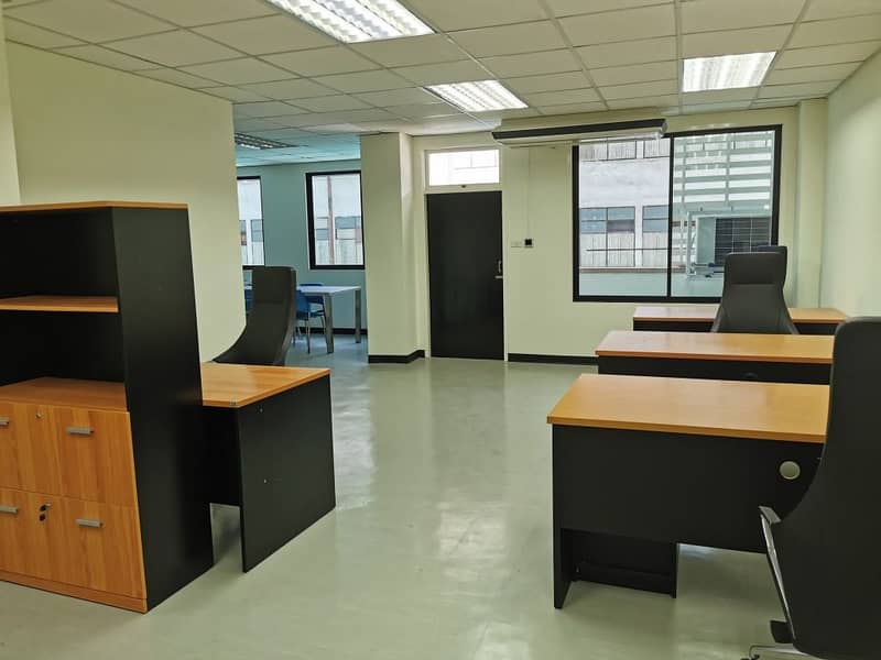 Separate air conditioner office for rent, size 75 or 133 sq m. At Baht 400 per sq m. 500m Saphan Khwai BTS.