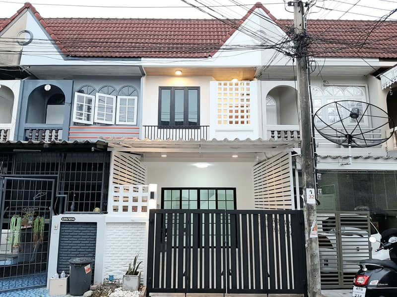 Urgent sale, 2-storey townhouse, Ladprao 87 intersection 3