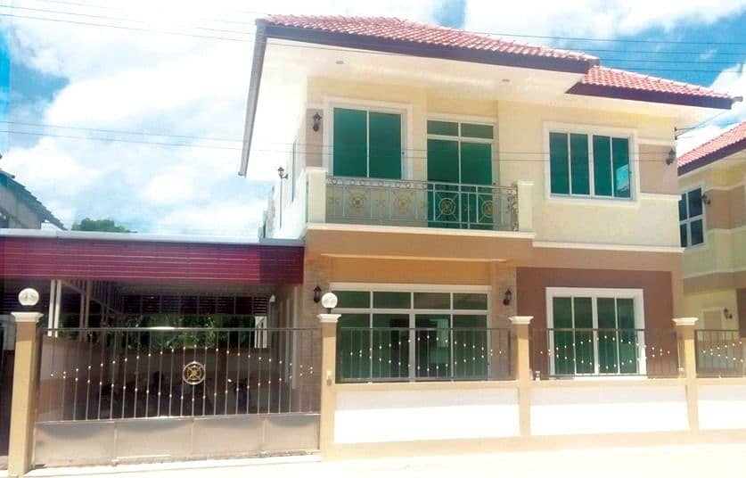 For Sale - 2 storey detached house, 3 bedrooms, 2 bathrooms, near the market, only 10 minutes travel in Samut Songkhram