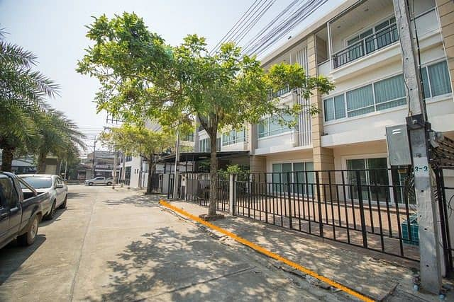 House for sale at the Royal Palm Village, Khao Khao Road Phitsanulok Townhome 3 floors 2 booths