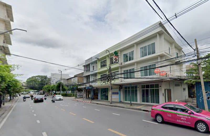 Commercial building for sale in new condition on Charoen Krung