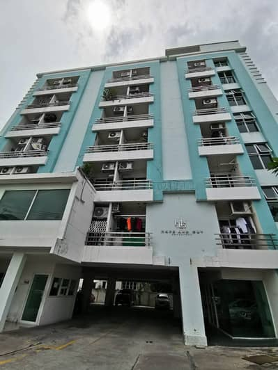 1 Bedroom Condo for Sale in Lat Phrao, Bangkok - Condo in the center of the city, very cheap, convenient transportation Near Central Ladprao, Big C, mrt, Lotus, The Mall