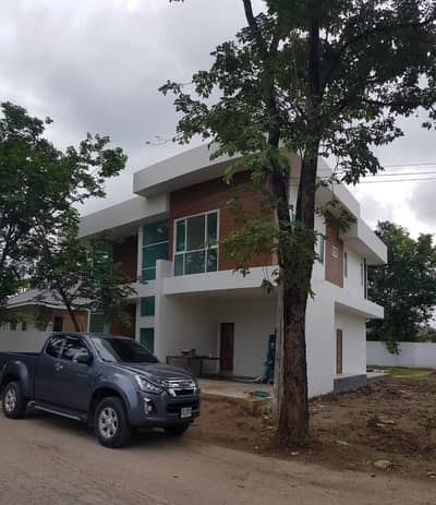 3 Bedroom Home for Sale in Saraphi, Chiangmai - House with 2 floors of land in Wang Tan Village.
