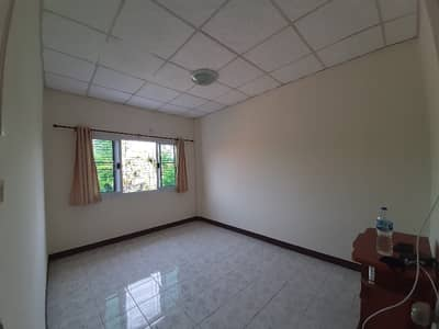 3 Bedroom Townhouse for Sale in Mueang Phitsanulok, Phitsanulok - Townhouse for sale, good location, busy intersection in the city, price ready to transfer 1.3 million baht.