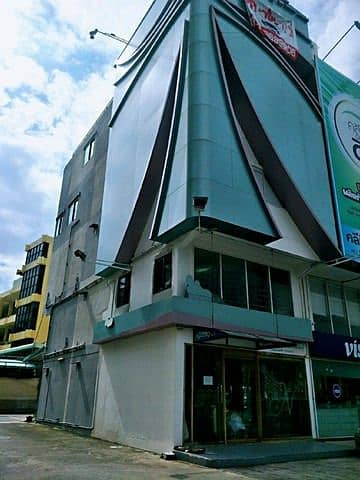 For rent, 5-storey commercial building, next to Ratchada road, near MRT Ratchada, 100 meters with elevator, can open 24 hours business.