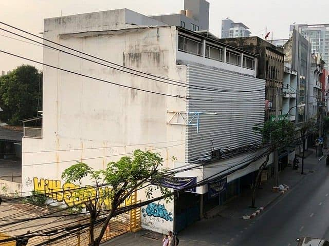 Commercial building for rent 4 floors, near BTS Punnawithi, Sukhumvit Road, can park about 20 cars