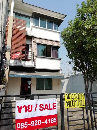 3 Bedroom Townhouse for Rent in Bang Kapi, Bangkok - Sale for rent 22,000 3-storey townhome, Town Plus Rama 9 Village, 37 square meters corner, Tassanee very good picture, garden view around the house
