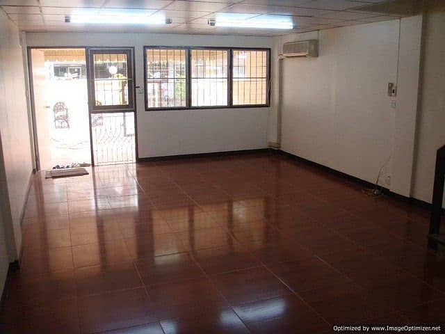 Rent 3 storey townhouse renovated near Phong Phet intersection. Suitable for office and residence