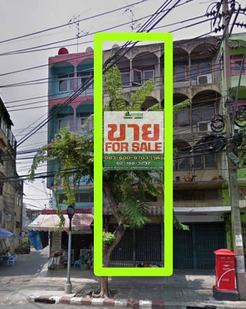 Commercial building for sale, good location, 4.5 floors, next to the main road, the entrance of Soi Sathupradit 38