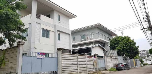 Office for Sale in Thawi Watthana, Bangkok - House for sale, 3-storey office building, 112 square wa, Borommaratchachonnani Road, Soi 68, just 50 meters into the alley, next to the main road, very good location, 10 cars can be parked in the house.