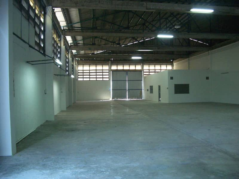 Cheap warehouse for rent in Ban Bueng District, Chonburi Province (Highway 344), there are many sizes, good location, can be factory.