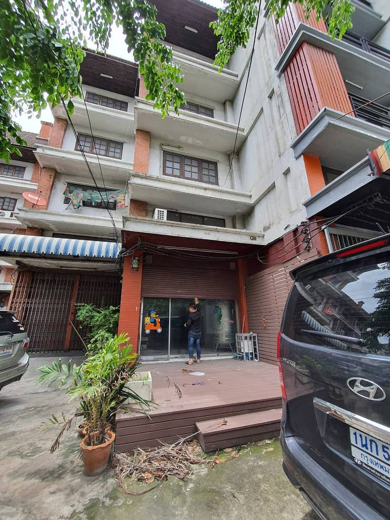 Commercial building 4.5 floors 19.8 square wa. 3 bedrooms 4 bathrooms