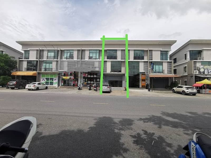 BH594 for rent - 3-storey commercial building for sale. On Nut - Motorway, 3 bedrooms, 3 bathrooms, next to 7-11, good location on the main road, Bang Sao Thong, rent 23,000 baht, selling price 4.9 million