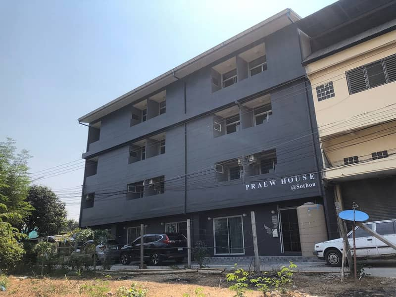 New apartment for sale Ready to operate Modern style, area of 82 square wa, Soi Sothon 3, Chachoengsao Province, usable area of over 1,140 square meters.