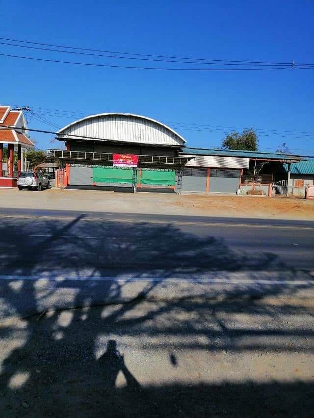 Warehouse for sale with housing on the main road, Chom Thong District