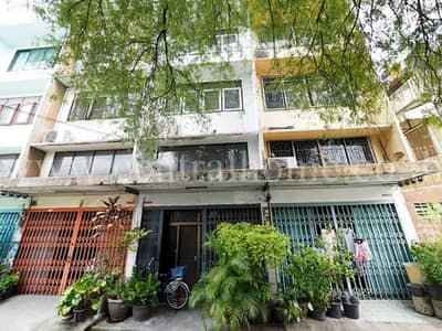 Commercial Building for Sale in Dusit, Bangkok - Three and a half storey commercial building, Pracharat Line 1