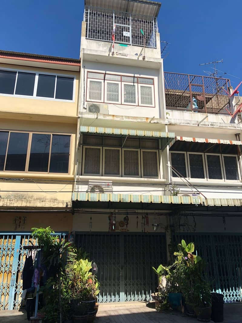 Rama 3 commercial building for sale (300 rooms community) 3 bedrooms, 2 bathrooms, 1 storage room, 1 air, water tank + water pump