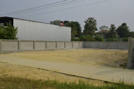 Land for Sale in Mueang Chiang Mai, Chiangmai - 100 square wa, Mueang Chiang Mai Fine reclamation + concrete fence + water and electricity ready Approximately 60 meters away from the ring 3, width 18, depth 24 m.