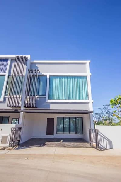 3 Bedroom Townhouse for Sale in San Sai, Chiangmai - 2 storey townhome for sale, modern style, modern style. Built-in whole house, near Payap University, near Zen Face, convenient to travel