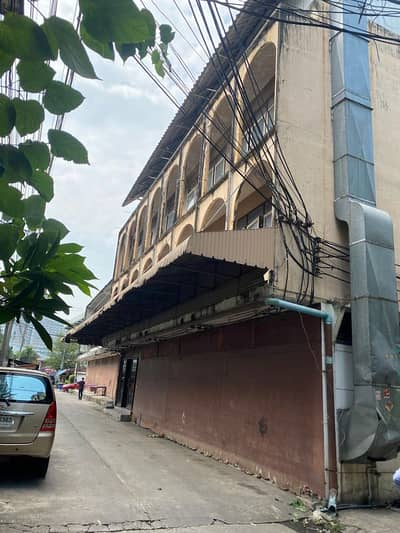 Office for Sale in Bangkok Noi, Bangkok - Sale of land and buildings. Soi Arun Amarin 37, enter the alley about 10 meters behind the news building, Channel 34