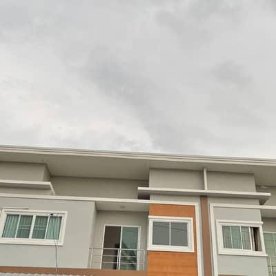 3 Bedroom Townhouse for Sale in Mueang Roi Et, Roiet - Townhouse for sale in a prime location for sale at a price lower than the appraised value.