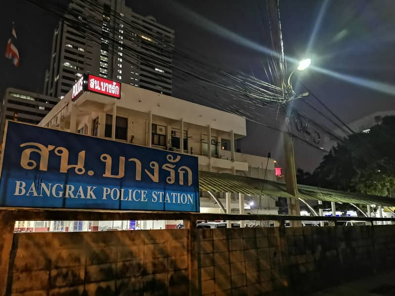 Reduce 1 million baht for sale, 5-storey commercial building, Soi next to Bang Rak police station
