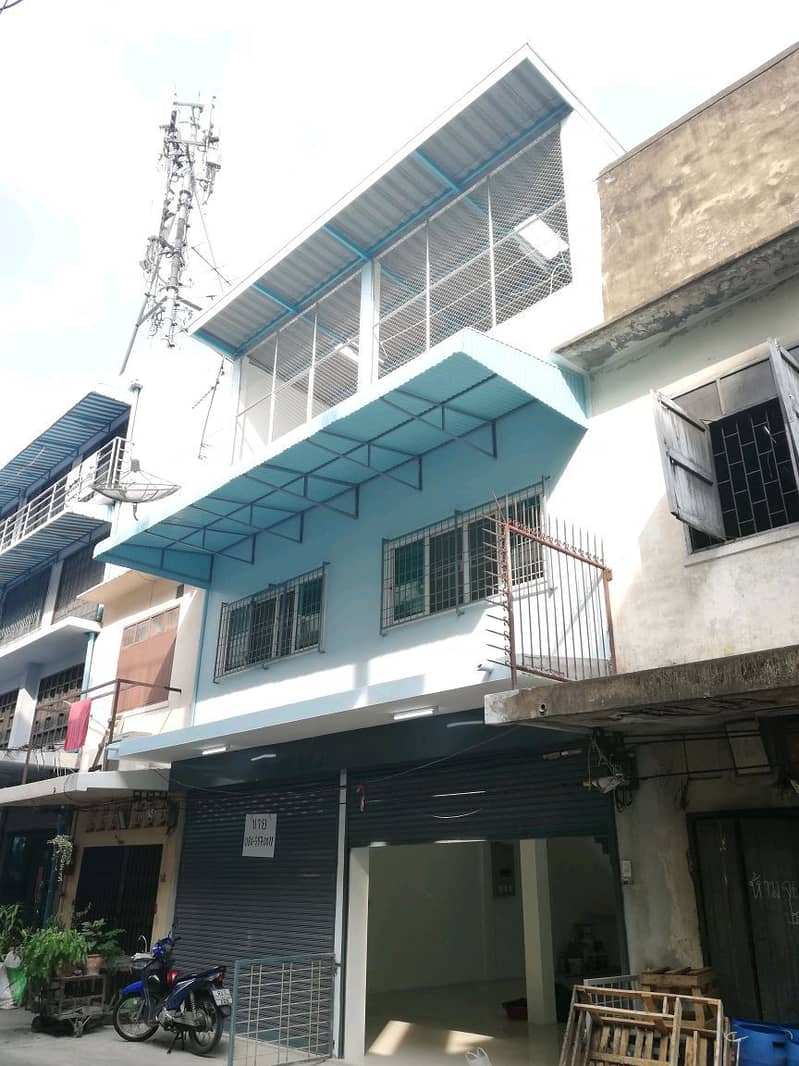 Commercial building with land for sale