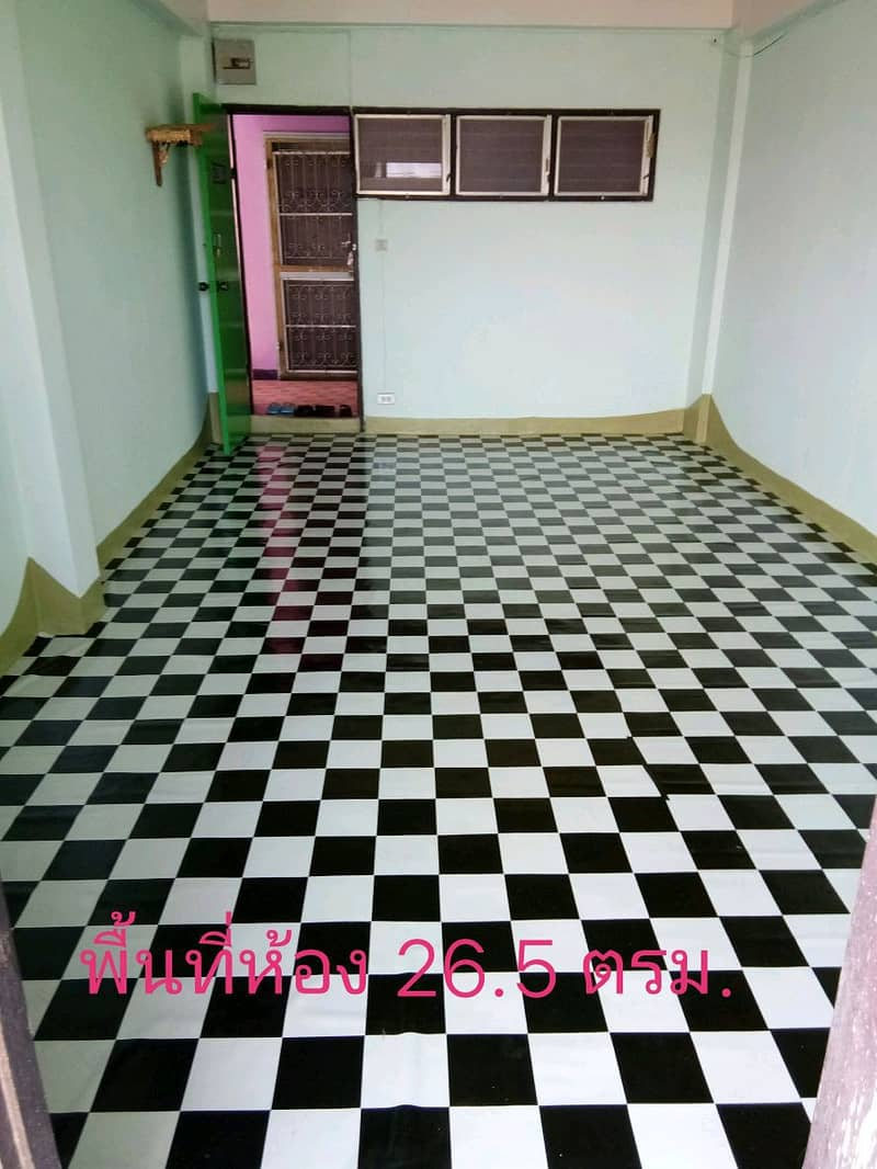 Housing, Chaengwattana, Soi 14, sold by the owner, sold by himself, can not buy it. Building F, 4th floor, room beside the fire escape The balcony view is an open field with a very cool wind.