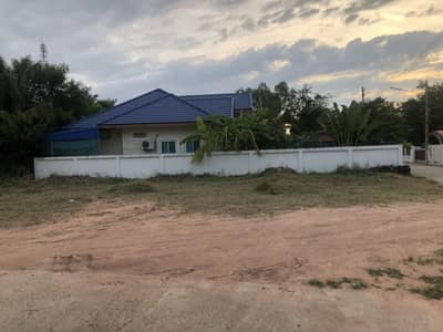 Land for Sale in Yang Talat, Kalasin - Beautiful vacant land for sale near the main road.
