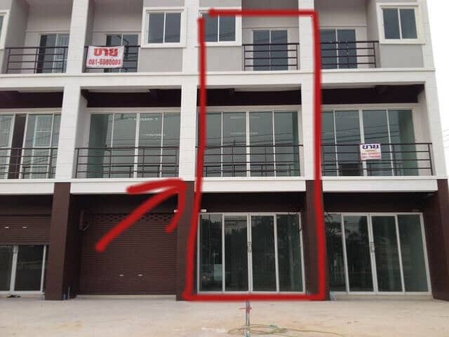 Commercial building, good location, there is Kerry for rent in Khok Kruat