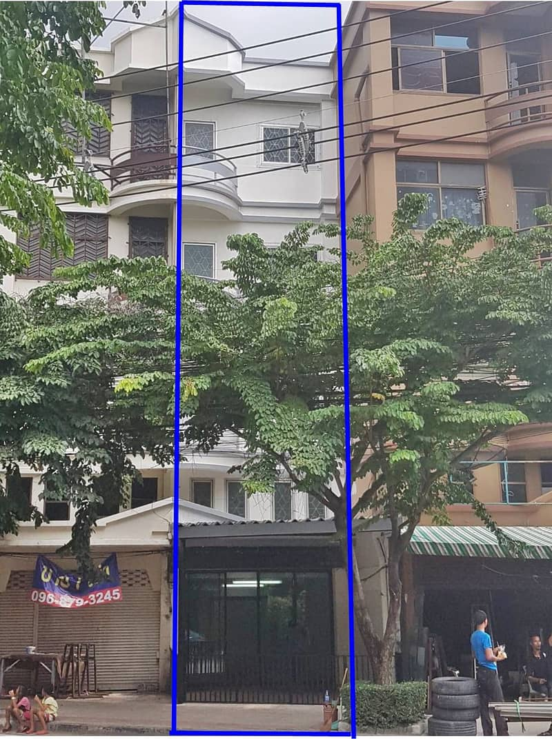 5-storey commercial building for sale at the entrance of Soi Nakniwas 32, size 29 wa, near Central East Ville 6.8 million 0949263629