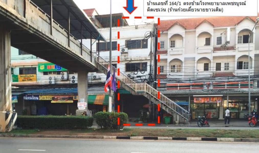 3 and a half storey commercial building, good location opposite Phetchabun Hospital, special discount