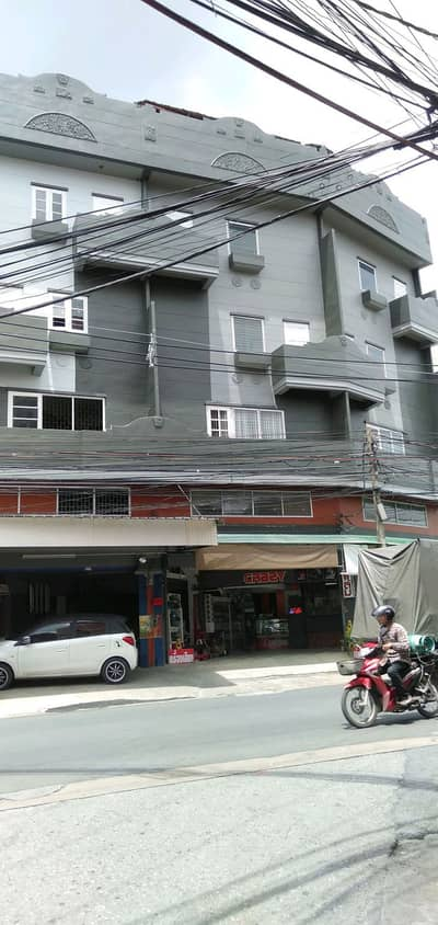 38 square meters of shophouses near the MRT Brown Line Opposite is Seven