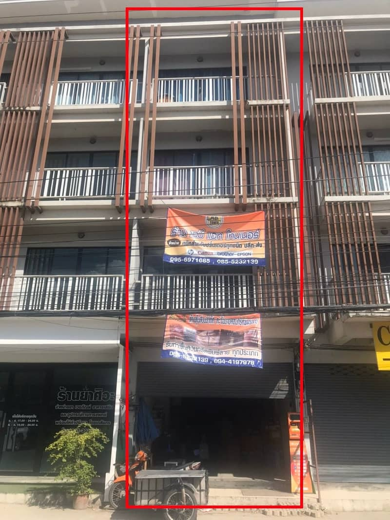4-storey commercial building for sale, Saraphi, Chiang Mai, near 7-11.