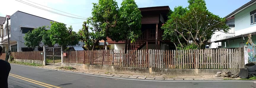 5 Bedroom Home for Sale in Mueang Mukdahan, Mukdahan - Urgent sale teak house and land Electric train is building Special Economic Zone