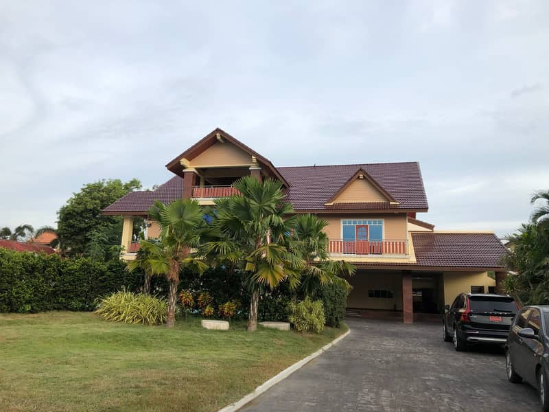 Luxury mansion house in Mueang Sing Buri With swimming pool, area 1 rai, 3 floors high
