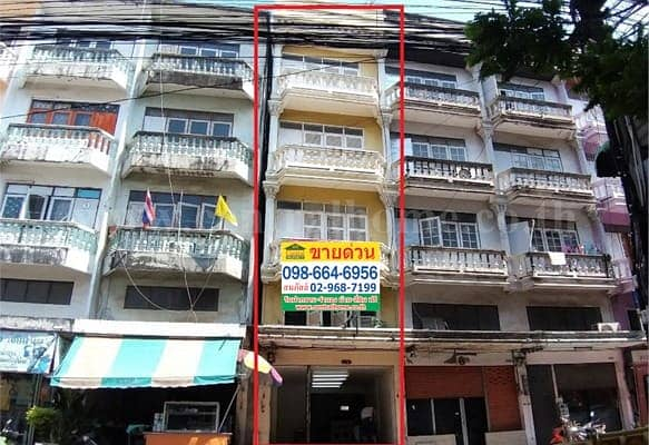 Selling 1 commercial building, 5 floors, with a rooftop near Wat Lahan