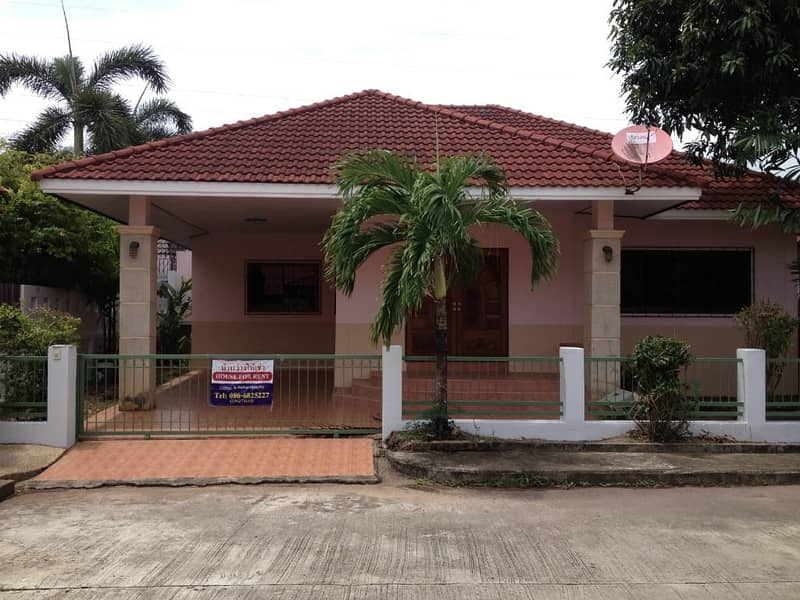 House for rent in Paklok 086-6825227.